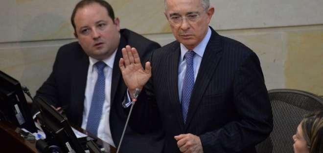 COLOMBIA.- El expresidente fue vinculado a una investigación penal por soborno y fraude procesal. Foto: AFP