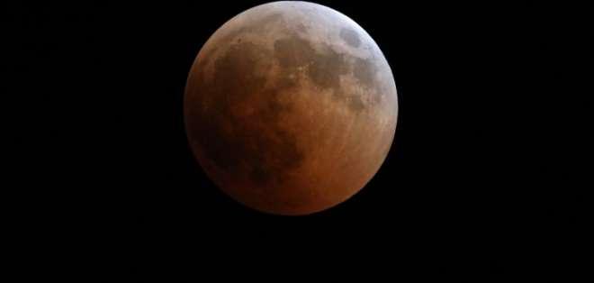 El eclipse lunar visto desde Kenya.Foto: AFP