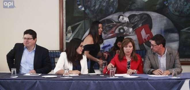 Familiares del equipo periodístico asesinado estuvieron en la cita entre la CIDH y la prensa ecuatoriana. Foto: API.