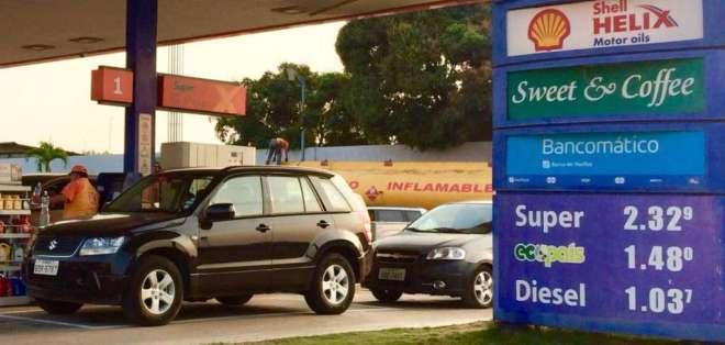 ECUADOR.- Según Moreno, si se toma una decisión sobre gasolina será para quienes tiene más recursos. Foto: API