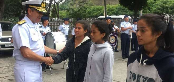 Cientos de mujeres acuden al llamado de alistamiento del Ejército de Ecuador. Foto: Fuerzas Armadas.
