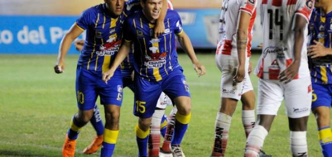 MANTA, Ecuador.- Hernán Hechalar logró empatar al minuto 85. Foto: API - Paúl Ochoa