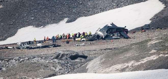 Mueren 20 personas en Suiza en un accidente de avión militar de colección. Foto: AFP
