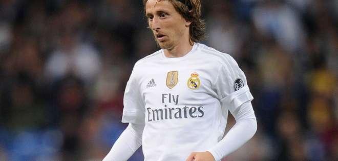 Real Madrid desea mantener a Modric entre sus filas porque es uno de los que menos cobran. Foto: AFP