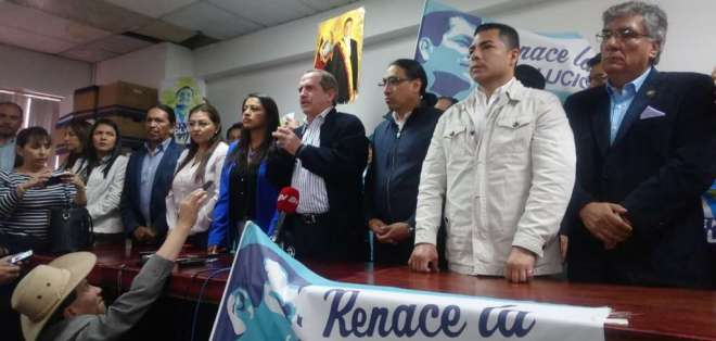 QUITO, Ecuador.- Previo a la declaración de la dirigencia, varios militantes arremetieron contra la prensa. Foto: API