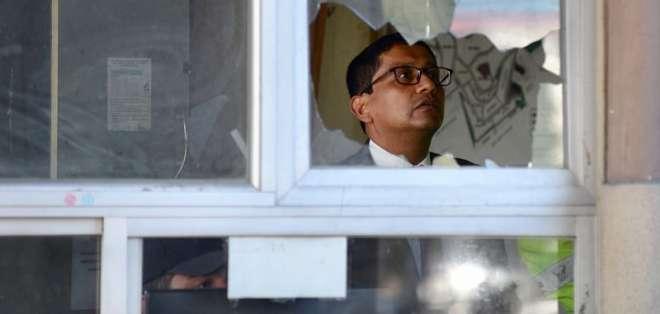 El fiscal Cesar Peña realizó el reconocimiento del sitio donde fueron agredidos dos guardias dentro de ciudadela La Cumbre. API.