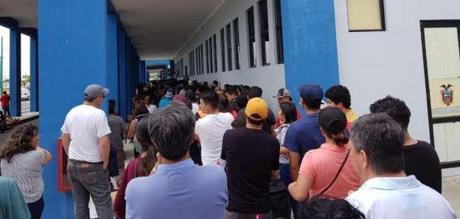 HUAQUILLAS, Ecuador.- Afluencia de migrantes en control fronterizo coincide con feriado nacional. Foto: Cortesía.