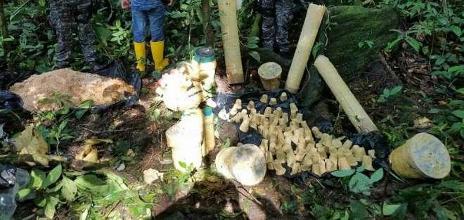 SUMCUMBÍOS, Ecuador.- Dos centros de acopio clandestino en medio de la selva contenían las armas. Foto: Cortesía.