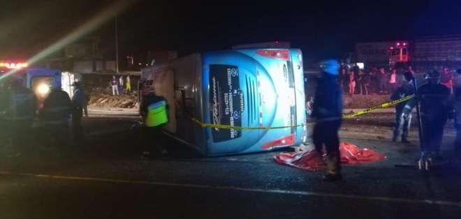 Tres muertos en accidente en vía Alóag-Santo Domingo. Foto: Twitter