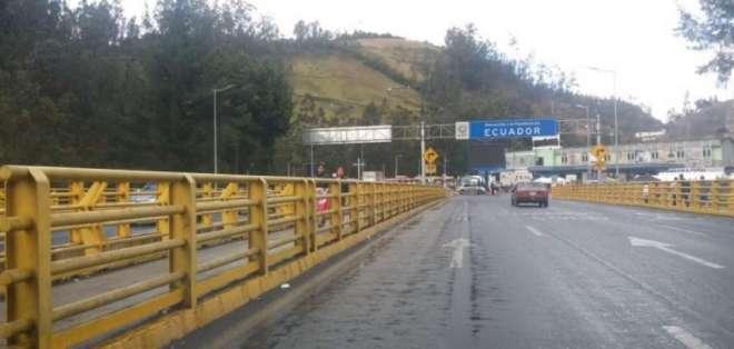 Así lucía el puente internacional al final de la mañana de este sábado. Foto: Paola Andrade | Twitter