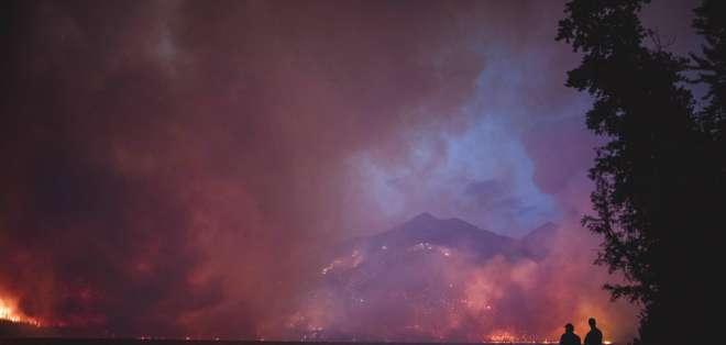 Incendio Howe Ridge al otro lado del lago McDonald en el Parque Nacional Glacier, Montana. Foto: AP