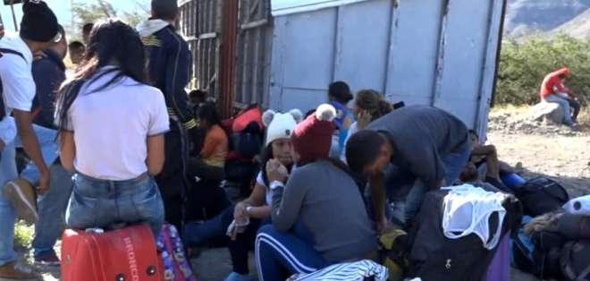 ECUADOR.- En Mascarilla, Carchi,  cientos de venezolanos han improvisado un campamento temporal. Foto: Ecuavisa