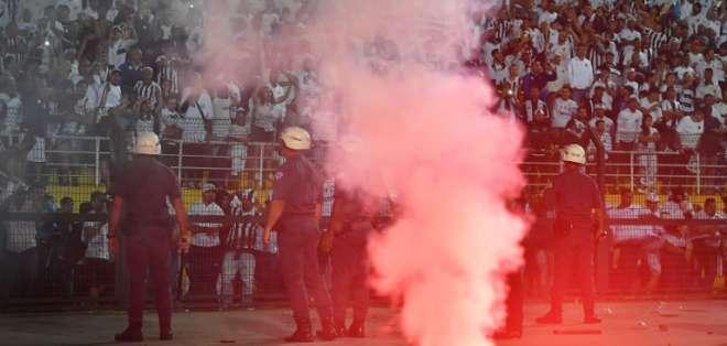 SAO PAULO, Brasil.- El juego entre Santos e Independiente marcó una jornada violenta. Foto: AFP