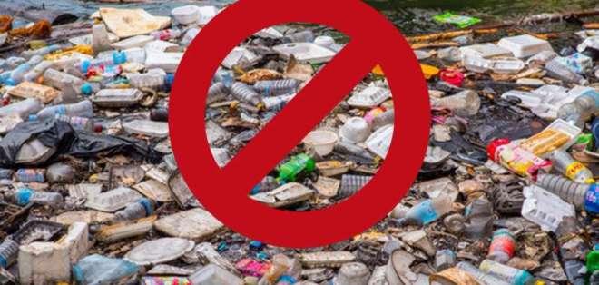 GUAYAQUIL, Ecuador.- Sorbetes plásticos, envases, cubiertos y otros objetos figuran en la normativa. Foto: Twitter Alcaldía.