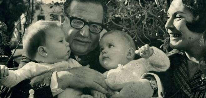 Marcia Tambutti (bebé a la izquierda) conoció a su abuelo sólo hasta los dos años de edad.