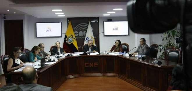 El CNE transitorio conformó una Comisión Jurídica que deberá analizar propuestas. Foto: @cnegobec