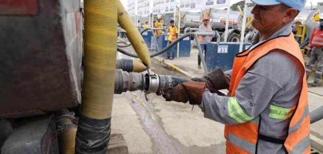 Reparan tubería para abastecer de agua a distintas zonas de Durán. Foto: Gobernación Guayas - Referencial