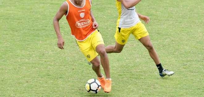 Los 'albos' recibirán a los 'amarillos' el domingo en el estadio Rodrigo Paz Delgado. Foto: API