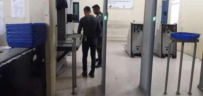 Iván Espinel ingresó a la cárcel, en Guayaquil. Foto: Fiscalía