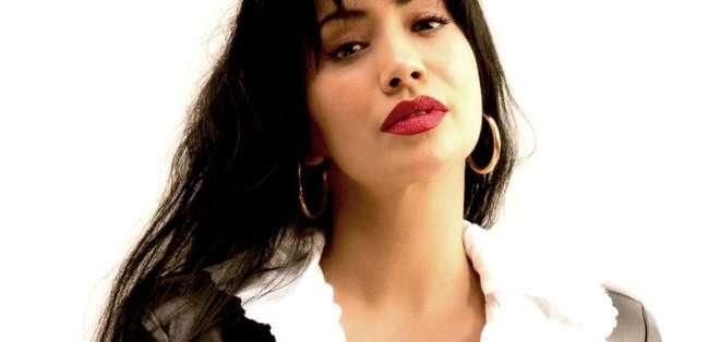 La actriz mexicana Maya Zapata interpreta a Selena Quintanilla en la nueva serie.