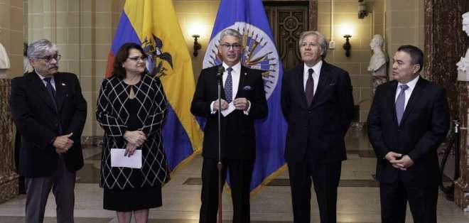 Embajador Carlos Játiva presentó las cartas credenciales ante el secretario general. Foto: Flickr OEA