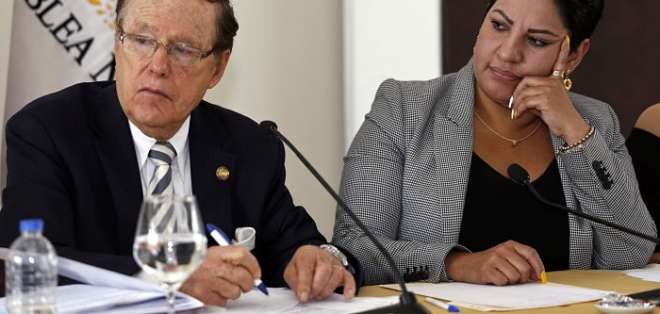 QUITO, Ecuador.- La Asamblea citó a los miembros transitorios para que comparezcan dentro de 7 días. Foto: API