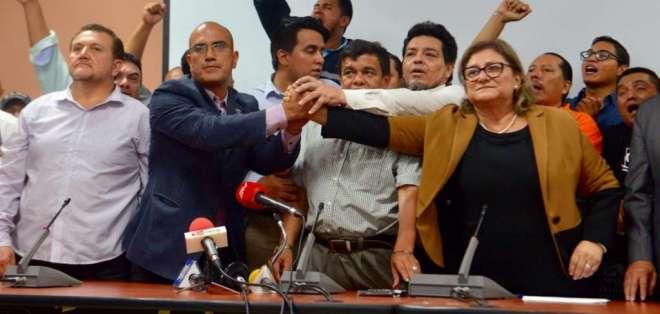 Borja acudió en medio de resguardo policial tras reunirse con representantes de varias facultades. Foto: API