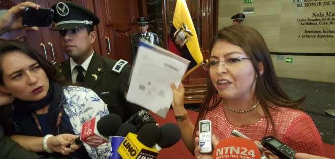 QUITO, Ecuador.- El CAL aprobó, además, crear una comisión multipartidista para investigar a la legisladora. Foto: API