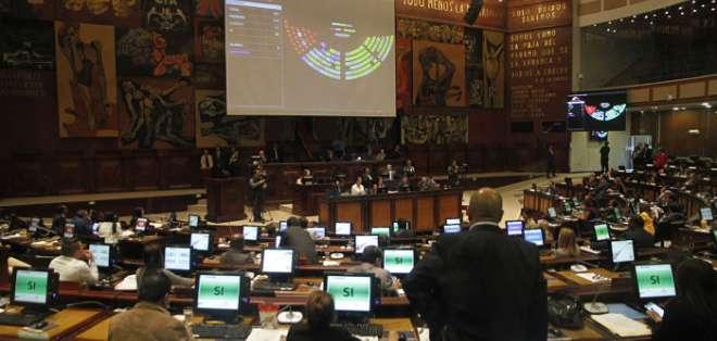 ECUADOR.- Con esta ley se suprimen trámites que generen cargas innecesarias para los administrados. Foto: API