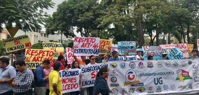 Futuro de la Universidad de Guayaquil en manos del Consejo. Foto: Twitter