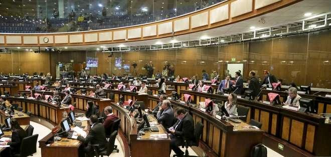 ECUADOR.- El proyecto plantea que los expresidentes y exvicepresidentes la reciban por 2 años. Foto: Asamblea