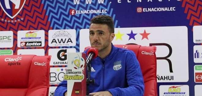 El entrenador argentino se perderá también los partidos contra Macará y El Nacional. Foto: Emelec