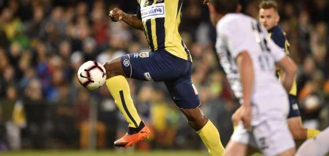 SÍDNEY, Australia.- Bolt jugó su primer partido como titular este viernes. Foto: CCMariners