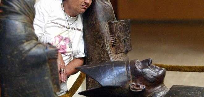La tumba de monseñor Romero se ha convertido en lugar de peregrinación.
