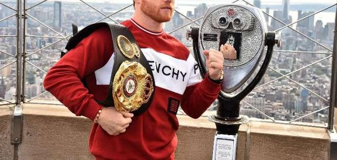 El boxeador mexicano ganará 365 millones de dólares por 11 peleas. Foto: Theo Wargo / GETTY IMAGES NORTH AMERICA / AFP
