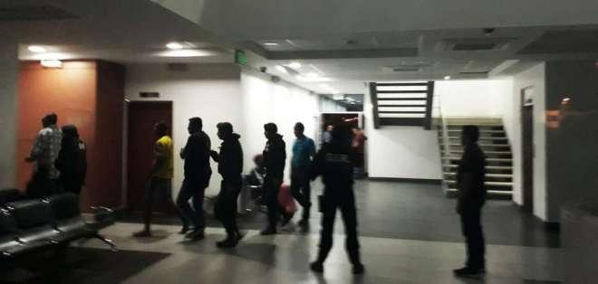 Son 7 militares, 6 civiles y un funcionario de Defensa los sospechosos de tráfico de armas. Foto: Twitter