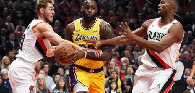 PORTLAND, EE.UU.- Los Trail Blazers se impusieron 128-119 a los Lakers en el primer partido de la temporada para ambos equipos.