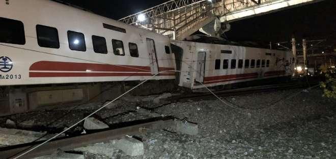 18 muertos en descarrilamiento de un tren en Taiwán. Foto: AFP