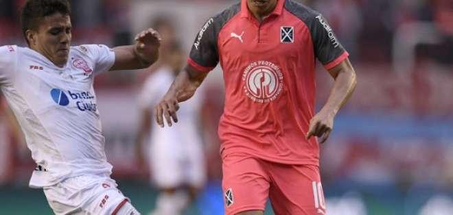 El volante ecuatoriano dio una asistencia en la victoria 3-1 ante Huracán. Foto: Tomada de @Independiente