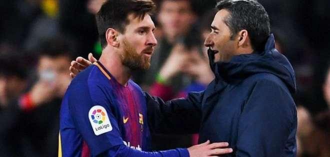 Messi junto a su entrenador Ernesto Valverde. Foto: AFP