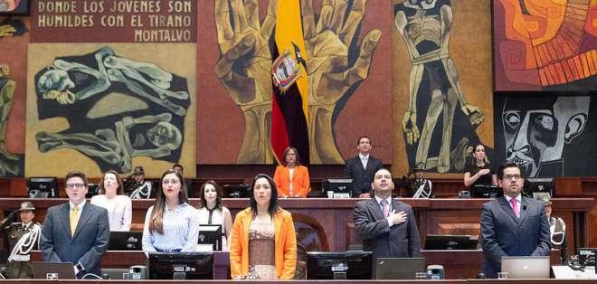 QUITO, Ecuador.- Los funcionarios deben explicar su actuación ante huida del exsecretario de Comunicación. Foto: Asamblea