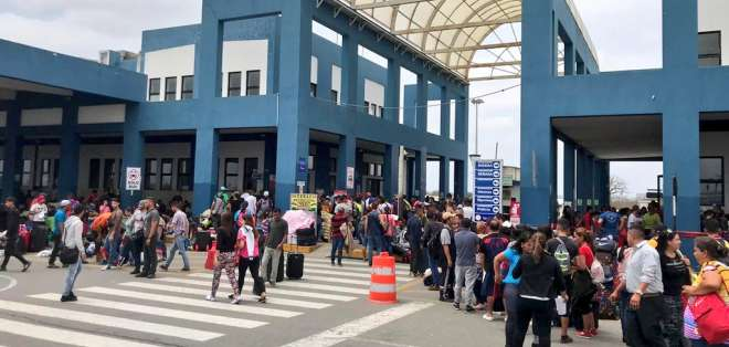 PERÚ.- Los más de 3.000 migrantes hacían largas colas en el centro de atención fronteriza. Foto: Migración Perú