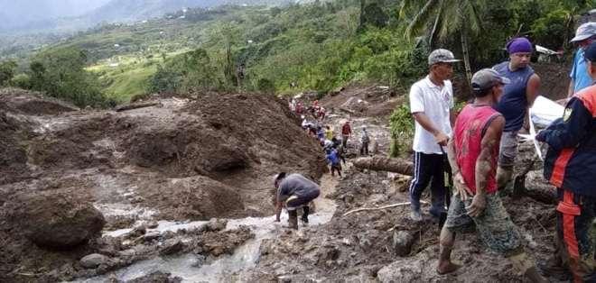 Socorristas buscan sobrevivientes Foto: AP