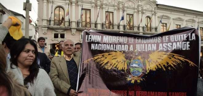 QUITO, Ecuador.- La marcha fue convocada por Paola Vintimilla, legisladora del Partido Social Cristiano. Foto: AFP.