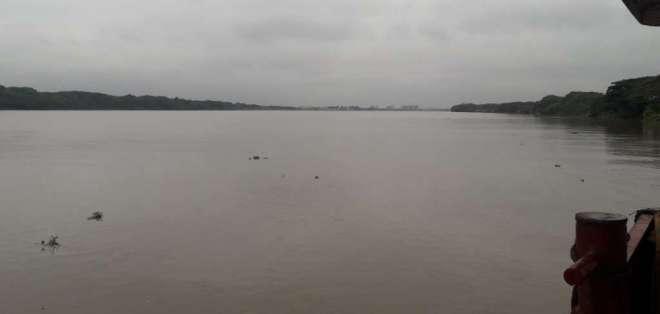 Cuerpo de Bomberos efectúa la búsqueda de un joven en el río Daule. Foto: @Cupsfire_gye