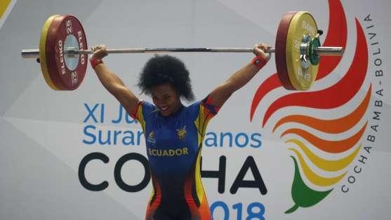 La deportista nacional logró las preseas en el Campeonato Mundial de Levantamiento de Pesas. Foto: Tomada de @DeporteEc