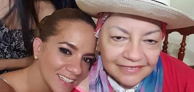 Gaby  Pazmiño y su madre