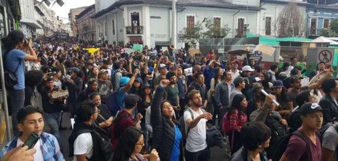 Universitarios marchan en contra de recorte presupuestario. Foto: API