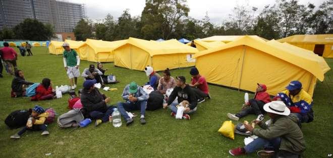 Migrantes venezolanos son reubicados en Bogotá. Foto: AP