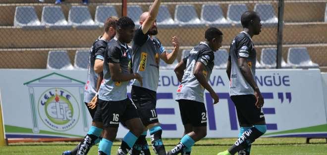 El equipo ambateño goleó 6-1 al elenco 'citadino' en el estadio Bellavista. Foto: API